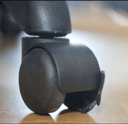 Cambiar las ruedas de la silla de oficina - Rinxela: Axudamoste