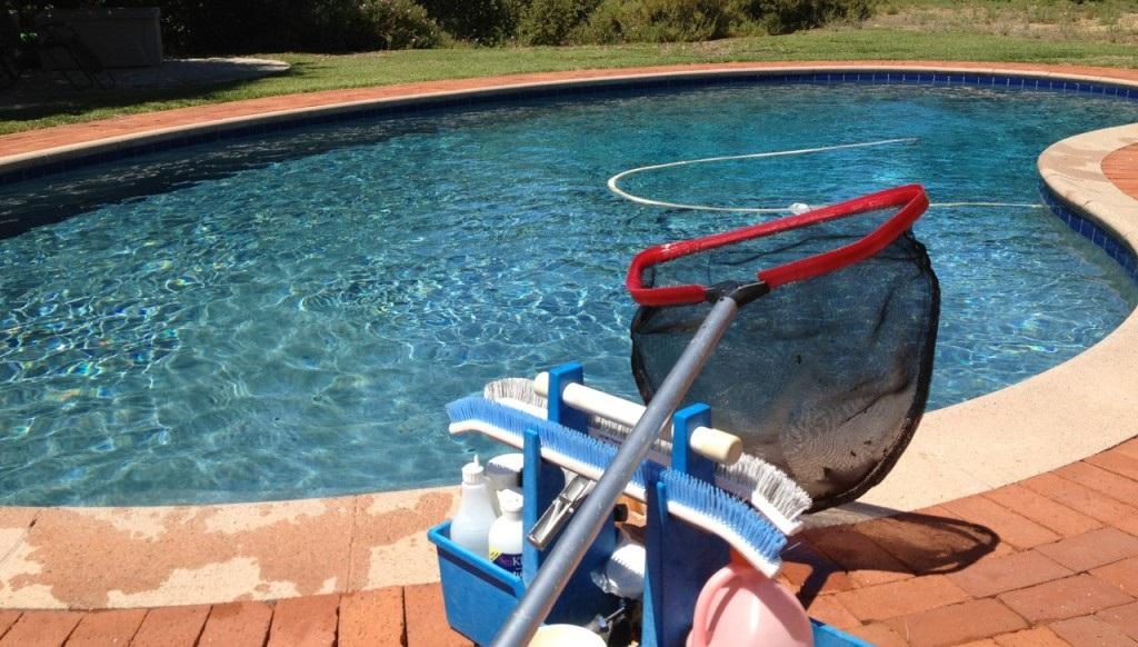 Mant n tu piscina a punto durante todo el verano rinxela for Mantenimiento de la piscina